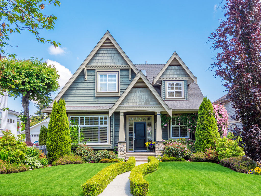 Incorporating Your Landscaping Into Your Roof Design
